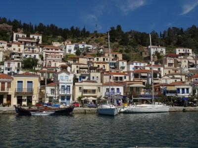Sailing to Poros island