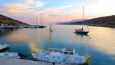 The port of Schoinoussa