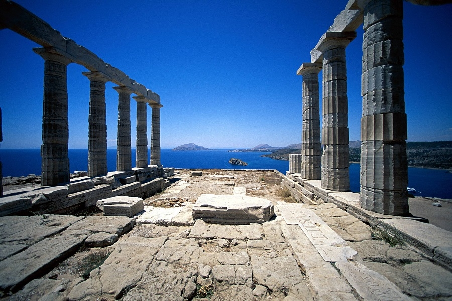 Two weeks sailing around Cyclades ancient monuments